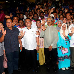 Minister in the Prime Minister's Department Senator P. Waytha Moorthy (3rd L) and Malacca Chief Minister Adly Zahari (2nd L), after the launching of the Southern Zone Residents Association (Malacca and Johor) Unity Gathering 2019 in Ayer Keroh, on April 20, 2019. — Bernama