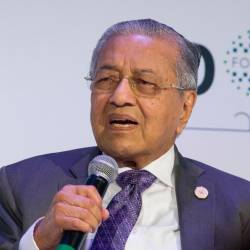 Prime Minister Tun Dr Mahathir Mohamad answers questions from Al-Jazeera Moderator Sami Zeidan at Doha Forum today. - Bernama