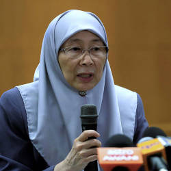 Wan Azizah to meet Nora Anne's family this morning