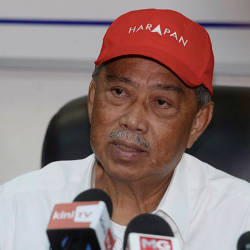 Bersatu president, Tan Sri Muhyiddin Yassin at a press conference on the Tanjung Piai by-election in Pontian today. — Bernama