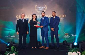 From left: CSR Malaysia editor Lee Seng Chee, Hannah Yeoh, 7-Eleven Malaysia general manager of marketing Ronan Lee and CSR Malaysia CEO Dato' R. Rajendran at the awards presentation ceremony.