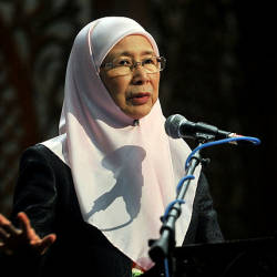 Wan Azizah: Liu's statement on PH govt without Bersatu, is just an opinion