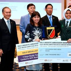 Deputy Education Minister Teo Nie Ching (front left) presents the essay writing winners prize to Siti Hanisah Abdul Razak (front right), during the essay writing competition, 'DKLS Linguistic Ambassador Award', on Sept 20, 2019. — Bernama
