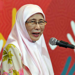 Deputy Prime Minister Datuk Seri Dr Wan Azizah Wan Ismail delivers a speech at the launch of the e-donation Boost roadshow. — Bernama