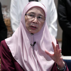 Helium, if mixed with other gases, can spell danger: Dr Wan Azizah