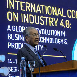 Prime Minister Tun Dr Mahathir Mohamad gives the keynote address at the International IR4.0 Conference at SEGi University. — Sunpix by Asyraf Rasid