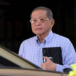 Kit Siang: Should Umno build a 146,000-capacity stadium for Zahid to quit?