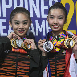 National gymnasts Koi Sie Yan and Izzah Amzan show off their medals at the 2019 Sea Games in Manila — Bernama