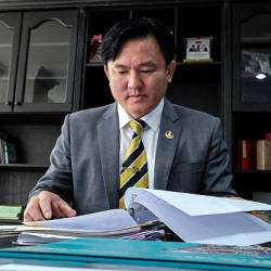 Filepix taken on July 12 shows Perak state executive councillor, Paul Yong Choo Kiong at his office in the Perak Darul Ridzuan Building. — Bernama
