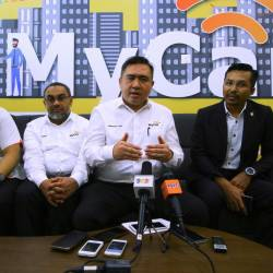 Transport Minister Anthony Loke Siew Fook (2nd from R) at a press conference after officiating the launch of the Negeri Sembilan MyCar Office today. - Bernama