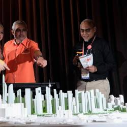 Rural Development Minister Datuk Seri Rina Mohd Harun (L) and Federal Territories Minister Khalid Samad (C), at the town hall attended by about 3,000 land owners and heirs, in Kampung Baru, on Sept 21, 2019. — Bernama