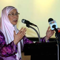 Deputy Prime Minister Datuk Seri Dr Wan Azizah Wan Ismail delivers a speech at the opening Dewan Yayasan Aman at Penanti, Bukit Mertajam on May 24, 2019. - Bernama