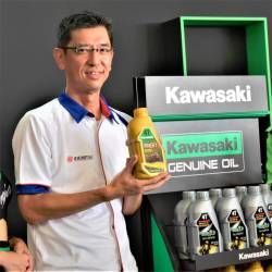 KMSB general manager and director Datuk Jeffrey Lim (right) and managing director of Idemitsu Lube (Malaysia) Sdn Bhd Shin Obata, presenting the two KGO to the media.