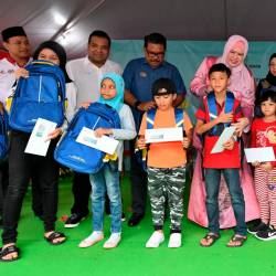 Rural Development Minister Datuk Seri Rina Mohd Harun (C) presents school bags and other types of assistance to recipients at the Titiwangsa Parliamentary Back to School 2020 programme @KPLB today. - Bernama