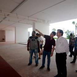 Residents point out defects at the condominium to Penang Chief Minister, Chow Kon Yeow, on Oct 12, 2019. — Bernama