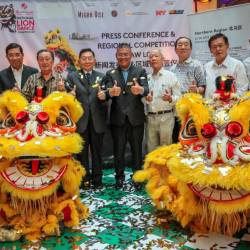 Chua (middle) with members of lion dance associations following the press conference. SUNPIX by AMIRUL SYAFIQ