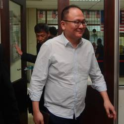 Real estate company managing director Datuk Khor Siang Gin, 49, pleaded not guilty at the Special Sessions Court for Corruption here today to a charge of falsifying housing sales and purchase documents two years ago. - Bernama