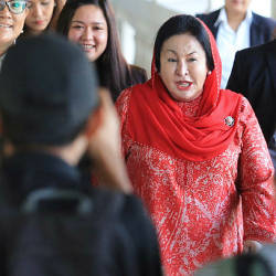 Filepix taken on June 32 shows Datin Seri Rosmah Mansor (center) arriving at Sessions Court 9 in Kuala Lumpur. — BBXpress