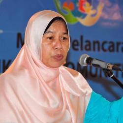 Housing and Local Government Minister Zuraida Kamaruddin delivers a speech at the launch of the new NGO called Ikatan today. - Bernama