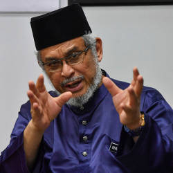 Umno-PAS alliance must not resort to racial sentiment, says Khalid