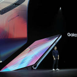 Samsung product marketing manager Drew Blackard announces the new Samsung Galaxy S10 5G during the Samsung Unpacked event on February 20, 2019 in San Francisco, California. — AFP