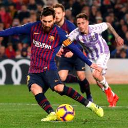 Messi in action against Valladolid.
