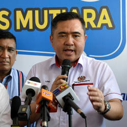 Transport Minister Anthony Loke Speaking to reporters after the launching ceremony for Prasarana's Mutiara Pass at the Pengkalan Weld Bus Terminal today. — Bernama