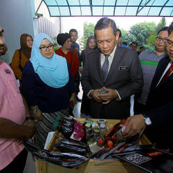 Negri Sembilan Mentri Besar Datuk Seri Aminuddin Harun (2nd R) surveys some of the agro-based products that will be on display at the Malaysia Fest 2019 in Singapore