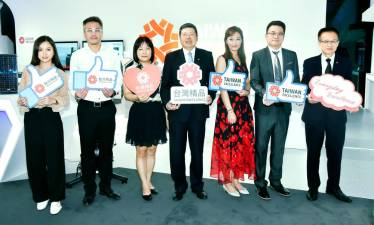 Yeh (centre), Bureau of Foreign Trade's Chang Mei-Ming (third from left), Taitra executive director Mark Wu (far right) and representatives from Hua-Jie, Noodoe, Acer ITS and EverFocus.
