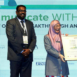 Deputy Prime Minister Datuk Seri Dr Wan Azizah Wan Ismail receives an appreciate certificate from the Workshop of World Communication 2019 at Putrajaya today — Bernama
