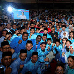 Deputy President of PKR Azmin Ali takes a commerative photo at the opening ceremony of the PKR Women and Youth Congress in Malacca, yesterday — Bernama