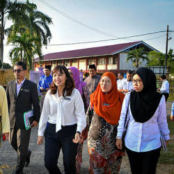 Deputy Education Minister Teo Nie Ching (3rd from R) during a visit to the site of the computer laboratory project at Sekolah Menengah Kebangsaan Iskandar Shah, in Jasin, Malacca today. — Bernama