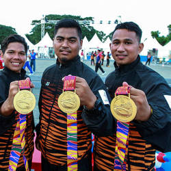 National petanque athletes (from left) Syed Akmal Fikri Syed Ali, Saiful Bahri Musmin, Muhammad Hafizuddin Mat Daud and Mohd Safi showing the gold medals they won at the 30th SEA Games in Philippines today. — Bernama