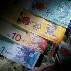 Teacher, online trader lose RM34,000 to scammers