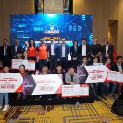 Key CIMB offcials with the winners after the prize giving ceremony of the CIMB 3D Conquest grand finale with the Regional Champion teams representing Fintech, Coding and Data Science.