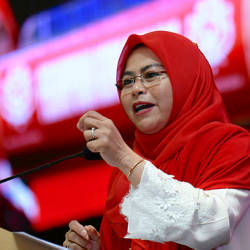 Datuk Dr Noraini Ahmad delivering her policy speech at the Wanita Umno delegates' conference at PWTC yesterday. — Bernama