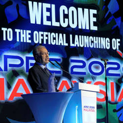 Prime Minister Tun Dr Mahathir Mohamad giving a speech at the launch of Apec 2020 in Cyberview Lodge Resort, Cyberjaya — Bernama