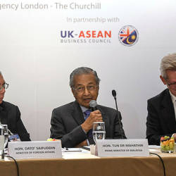 Prime Minister Tun Dr Mahathir Mohamad (center) delivering his speech during a Roundtable Meeting with The British Business Community in London on June 17 at London.