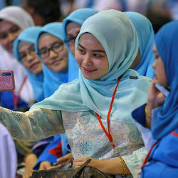 Representatives take the opportunity to take photographs at the closing of the PKR Wanita and Youth Congress at Malacca today — Bernama