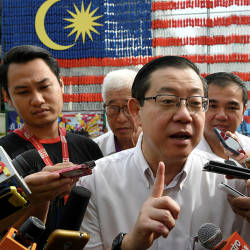 Finance Minister Lim Guan Eng after officiating the giant Jalur Gemilang made of 2,002 bottles of mineral water by the pupils of Sekolah Rendah Jenis Kebangsaan Cina (SRJKC) Chung Hwa Pusat, on Aug 25, 2019. — Bernama