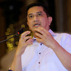 I don't want to lead party with members of no quality: Azmin