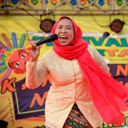 Sri Kusratih, 37-year-old vendor, reacts as she participates in a shouting competition at Betawi traditional festival in Jakarta, Indonesia December 14, 2019. - Reuters