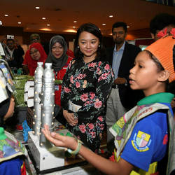 Deputy Minister for Women, Family and Community Development Hannah Yeoh spends time with students at a community education carnival involving parents and the community in Cyberjaya. — Bernama