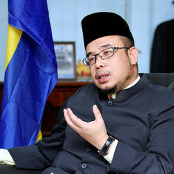 Torching of official car: Perlis Mufti wants culprits caught quickly