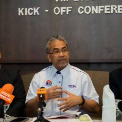 Tourism Malaysia director-general Datuk Musa Yusof (C) speaks to reporters during a press conference at the launch of the Visit Malaysia (VMY) 2020 Kick Off conference in George Town today. - Bernama
