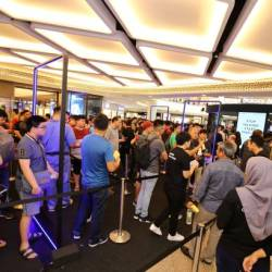 Interest in the new Samsung Galaxy Note10 at an all-time high, evident by the long queues and huge crowds of excited customers at the Note10 roadshow in Mid Valley Megamall KL. – SAMSUNG MALAYSIA