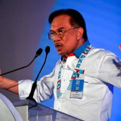 PKR president Datuk Seri Anwar Ibrahim delivers a winding-up speech in conjunction at the PKR annual congress in Ayer Keroh today. - Bernama