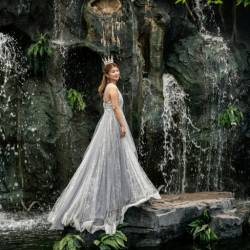 A wedding shoot centre in Beijing provides settings ranging from tropical gardens to autumnal fields, waterfalls to starlit skies. — AFP