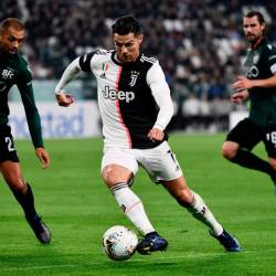 Juventus' Portuguese forward Cristiano Ronaldo (C) challenges Bologna's Brazilian defender Danilo (L) during the Italian Serie A football match Juventus vs Bologna on October 19, 2019 at the Juventus stadium in Turin. - AFP