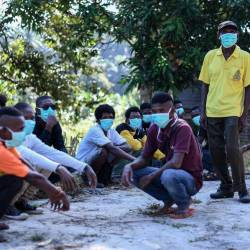Members of the Batik Orang Asli community wear face masks at their settlement in Kampung Kuala Koh here, following a pneumonia outbreak, during a Bernama survey today. - Bernama